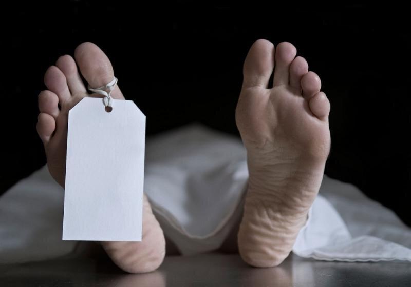 زندگی دختر 35 ساله با جسد پدر