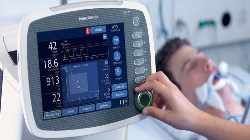 خبرنگاران یک دستگاه تنفس مصنوعی به بیمارستان واسعی سبزوار اهدا شد